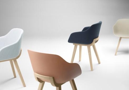 the-koskoa-bi-chair-by-alki-studio-is-made-with-an-oak-wood-frame-and-a-bioplastic-shell